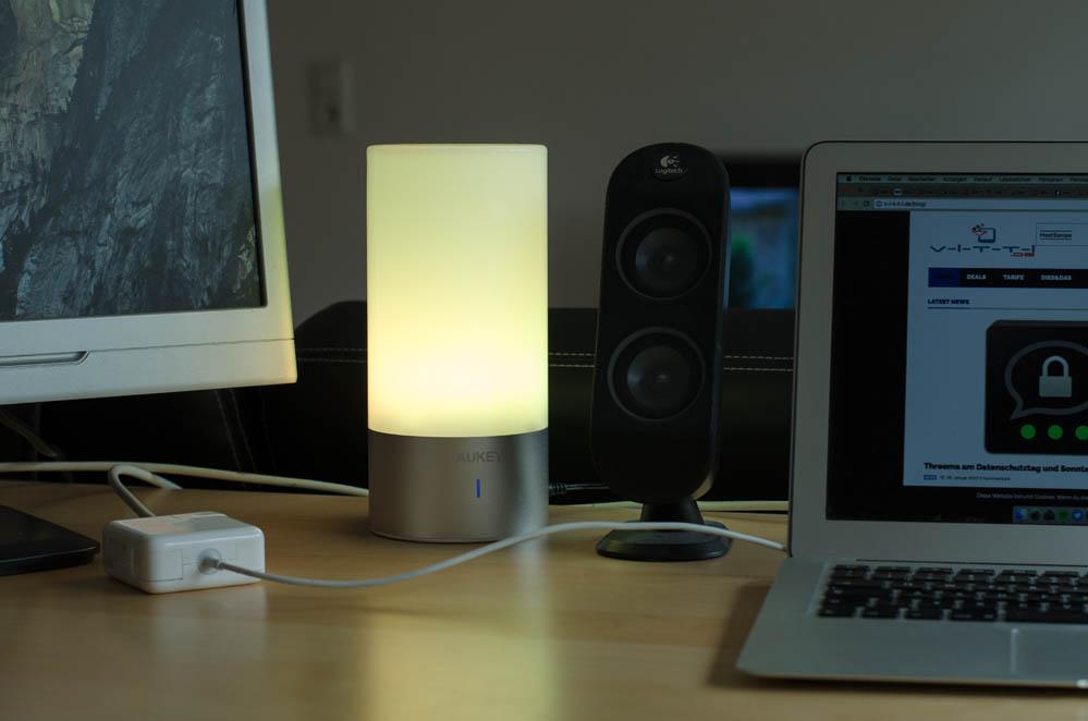 aukey led lampe mit farbwechsel und stimmungslicht im test. Black Bedroom Furniture Sets. Home Design Ideas